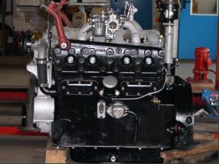 Ремонт двигателя и КПП старинного автомобиля