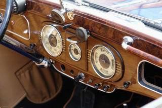 Отделка салона старинного автомобиля