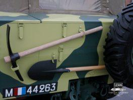 Latil M7 T1 инструменты - кирка, лопата, запаска